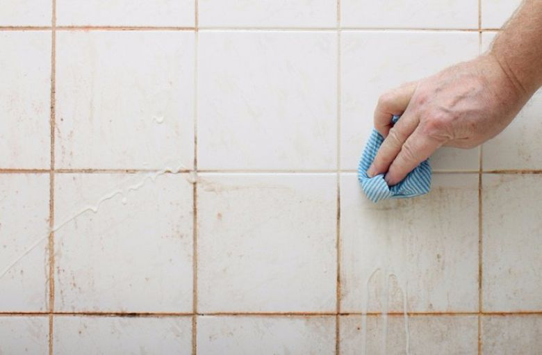Hoe Maak Je Voegen Badkamer Schoon.Zo Maak Je De Badkamertegels Glanzend Schoon